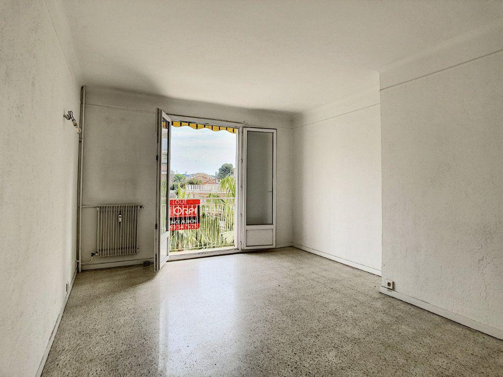 Appartement à louer 3 63.5m2 à Antibes vignette-4