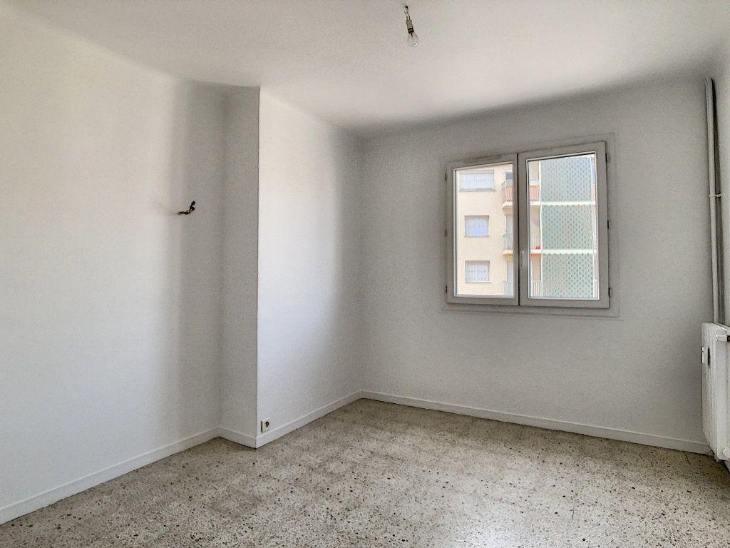 Appartement à louer 3 63.5m2 à Antibes vignette-5
