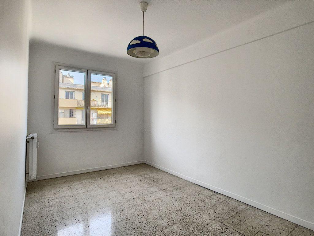 Appartement à louer 3 63.5m2 à Antibes vignette-6