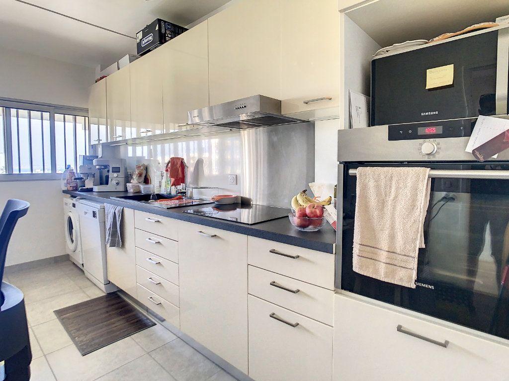Appartement à louer 3 69m2 à Antibes vignette-4