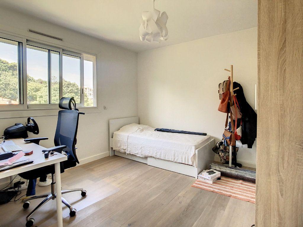 Appartement à louer 3 69m2 à Antibes vignette-6