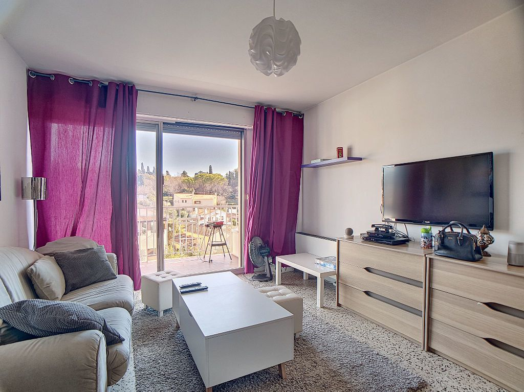 Appartement à louer 1 33m2 à Antibes vignette-1