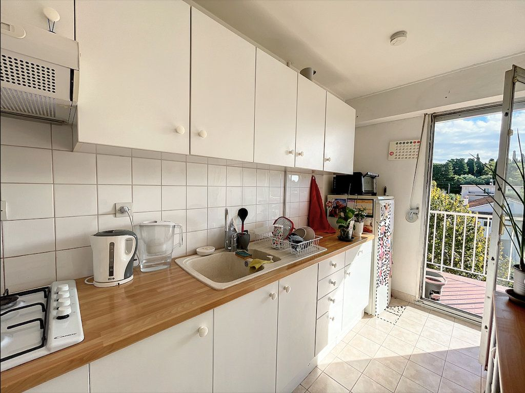 Appartement à louer 1 33m2 à Antibes vignette-3