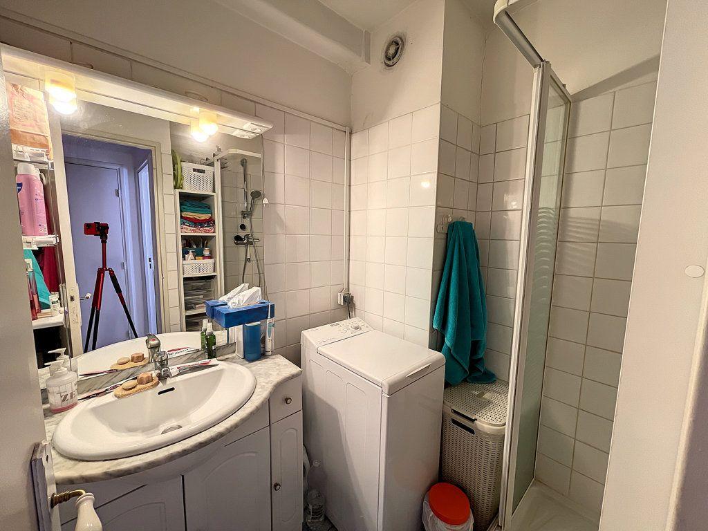 Appartement à louer 1 33m2 à Antibes vignette-5
