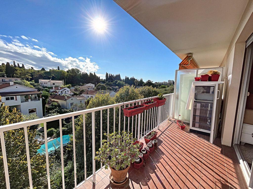 Appartement à louer 1 33m2 à Antibes vignette-7