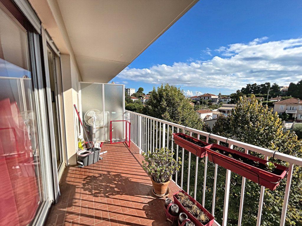 Appartement à louer 1 33m2 à Antibes vignette-8