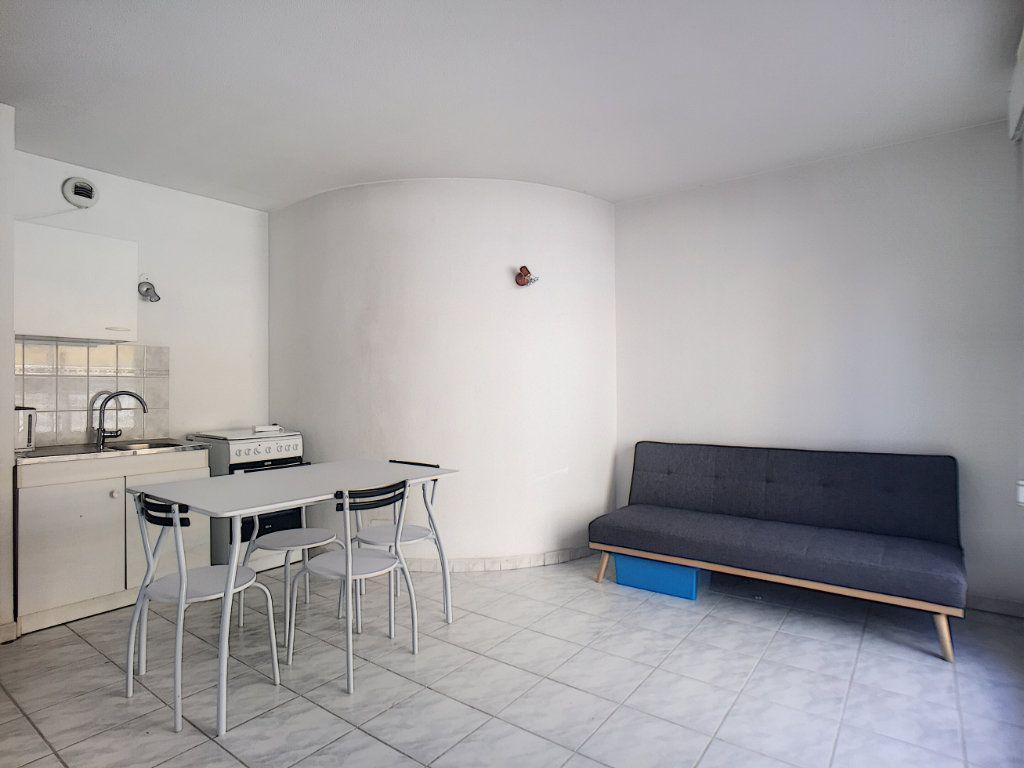 Appartement à louer 1 23.45m2 à Antibes vignette-3