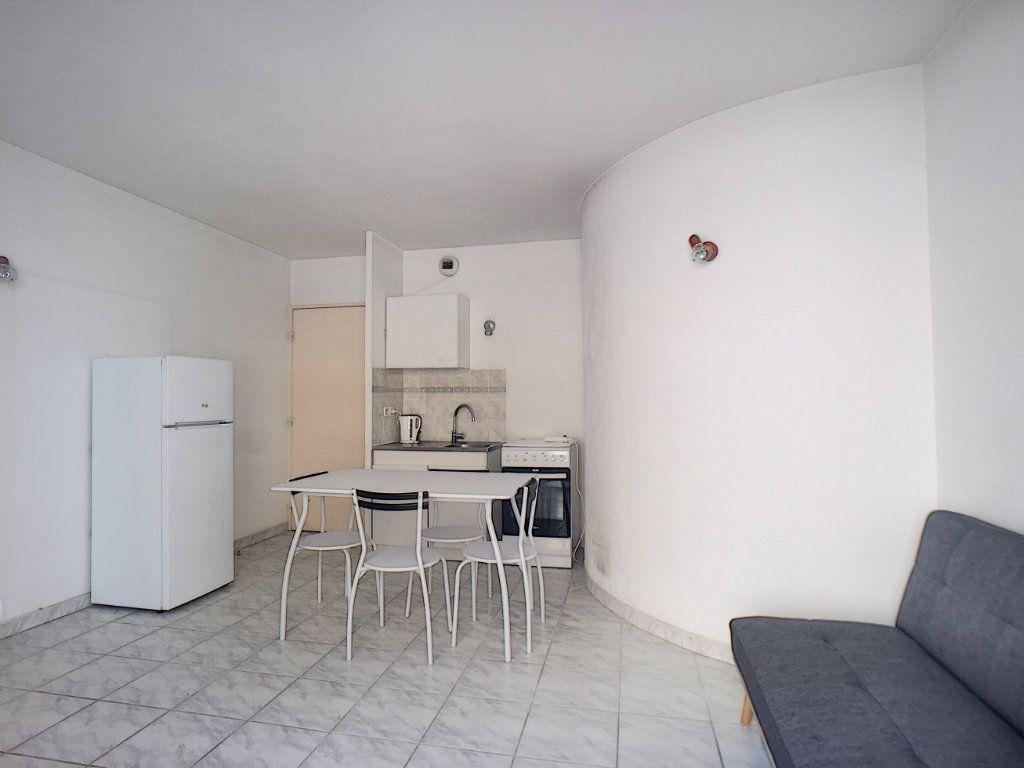 Appartement à louer 1 23.45m2 à Antibes vignette-4