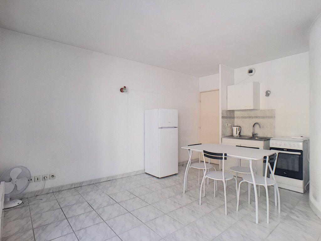 Appartement à louer 1 23.45m2 à Antibes vignette-5
