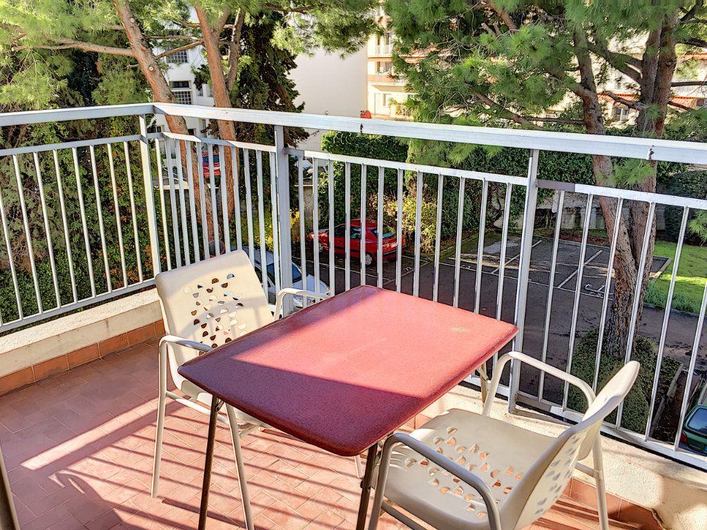 Appartement à louer 1 30.51m2 à Cagnes-sur-Mer vignette-1
