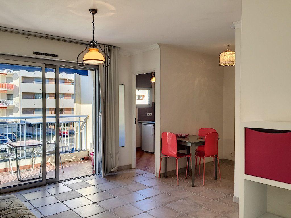 Appartement à louer 1 30.51m2 à Cagnes-sur-Mer vignette-3