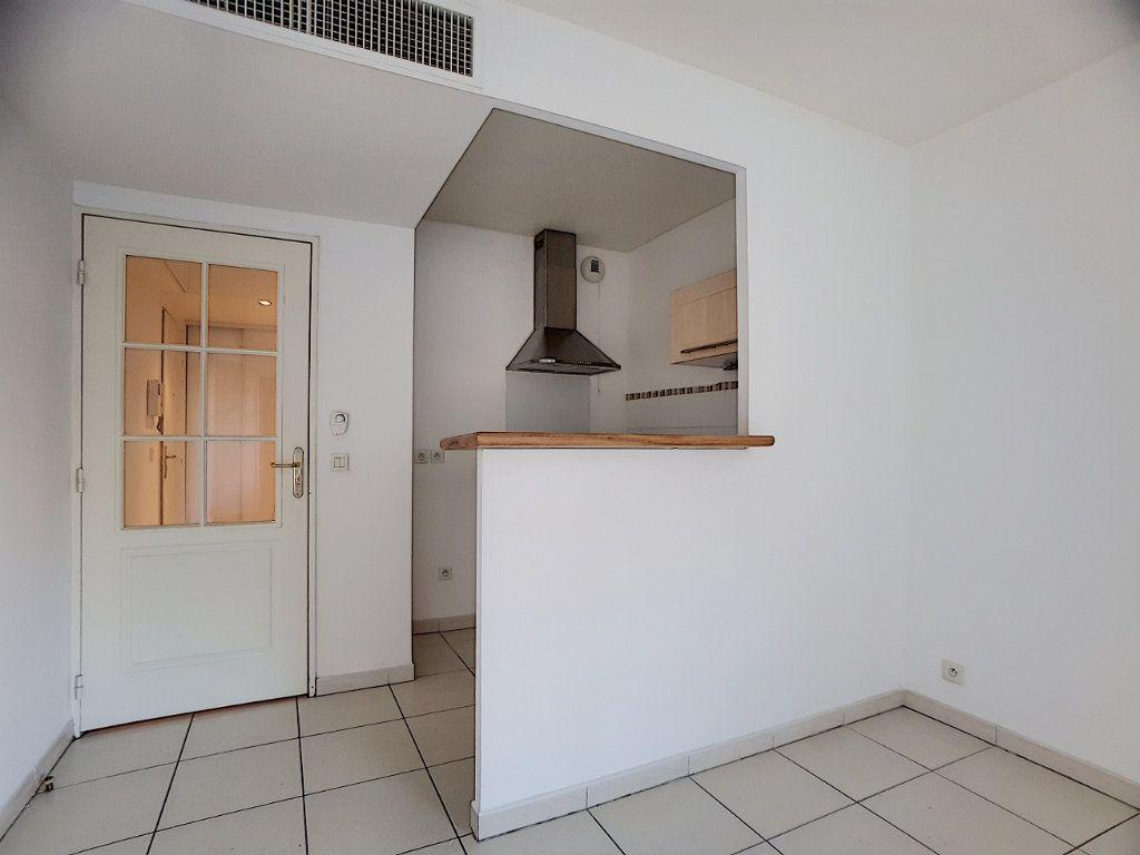 Appartement à louer 2 38.22m2 à Antibes vignette-2