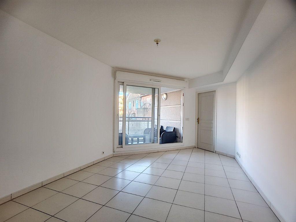 Appartement à louer 2 38.22m2 à Antibes vignette-4