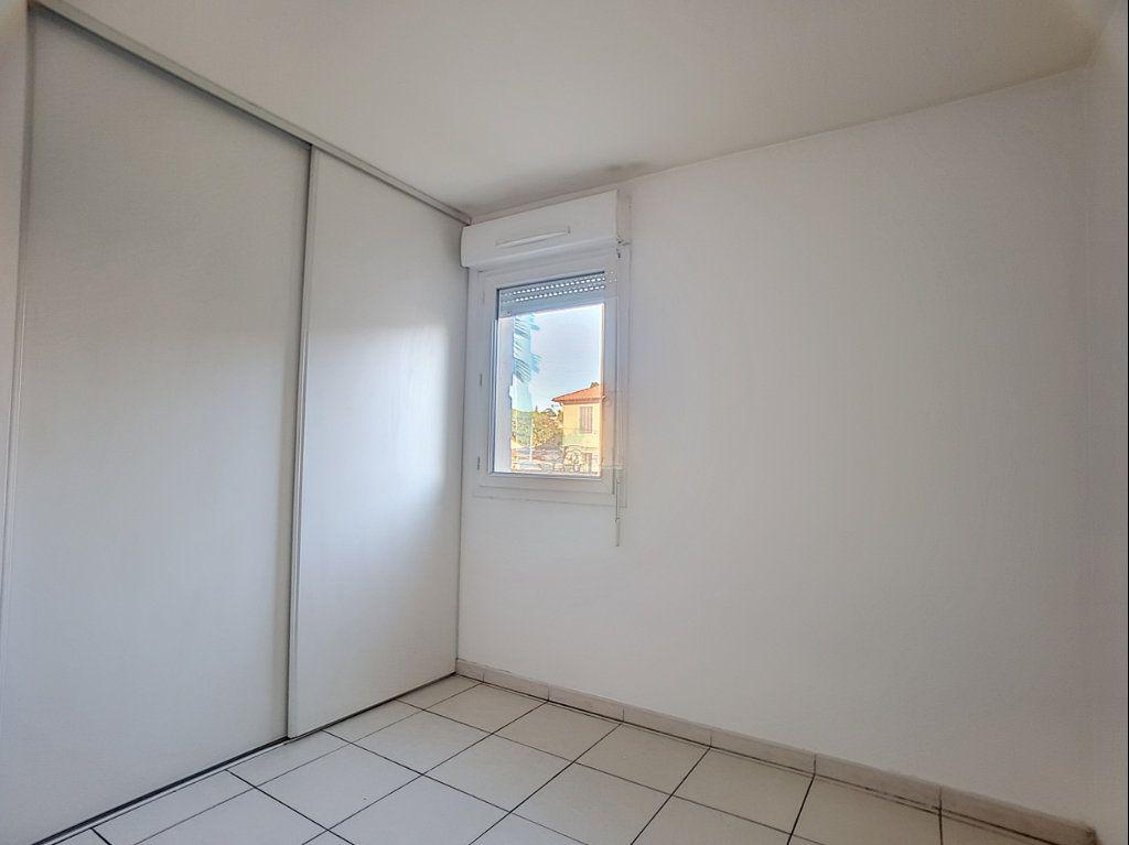 Appartement à louer 2 38.22m2 à Antibes vignette-5
