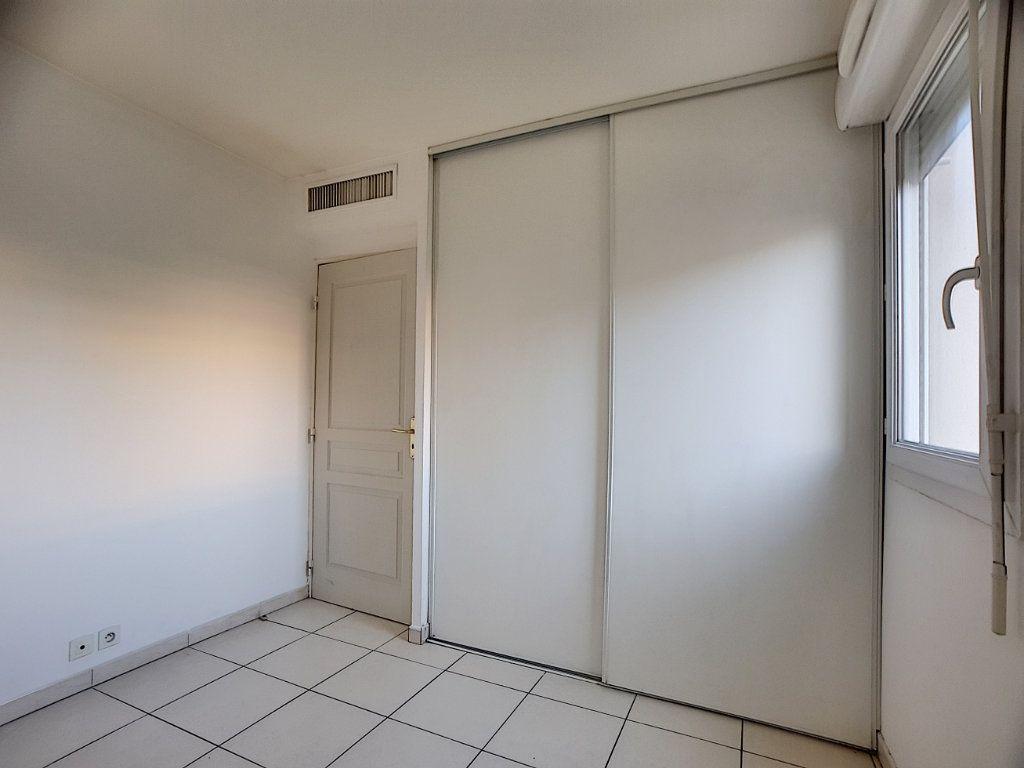 Appartement à louer 2 38.22m2 à Antibes vignette-6