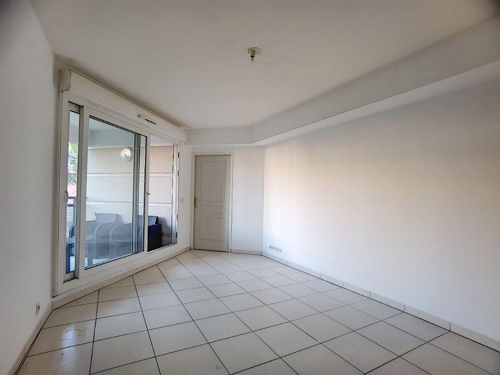 Appartement à louer 2 38.22m2 à Antibes vignette-7