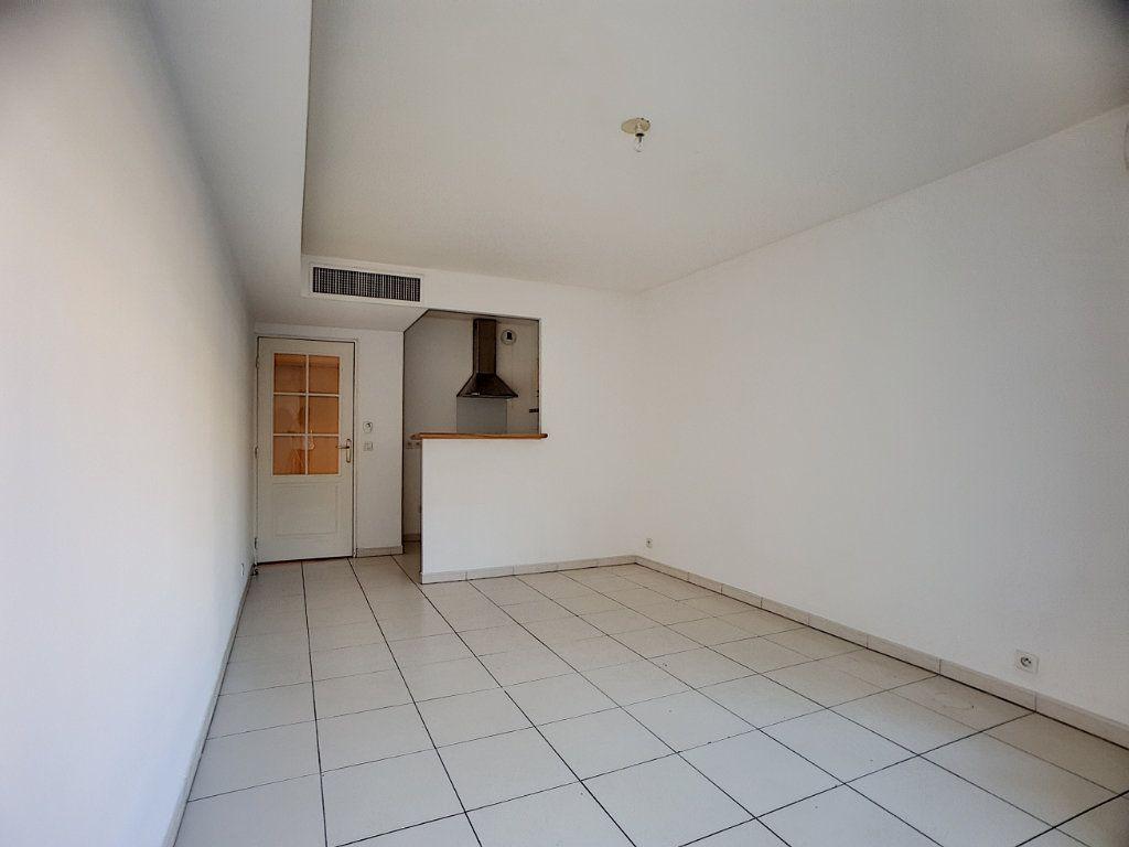 Appartement à louer 2 38.22m2 à Antibes vignette-8