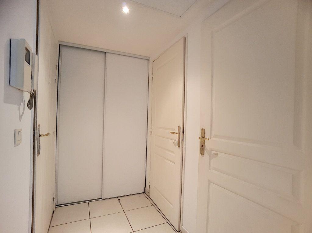 Appartement à louer 2 38.22m2 à Antibes vignette-9