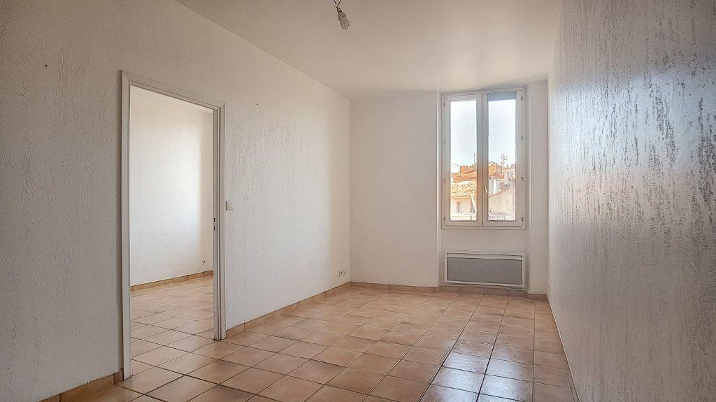 Appartement à louer 2 32.63m2 à Antibes vignette-2
