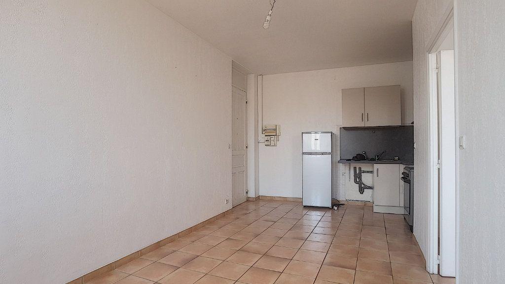 Appartement à louer 2 32.63m2 à Antibes vignette-3
