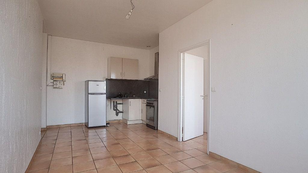 Appartement à louer 2 32.63m2 à Antibes vignette-4