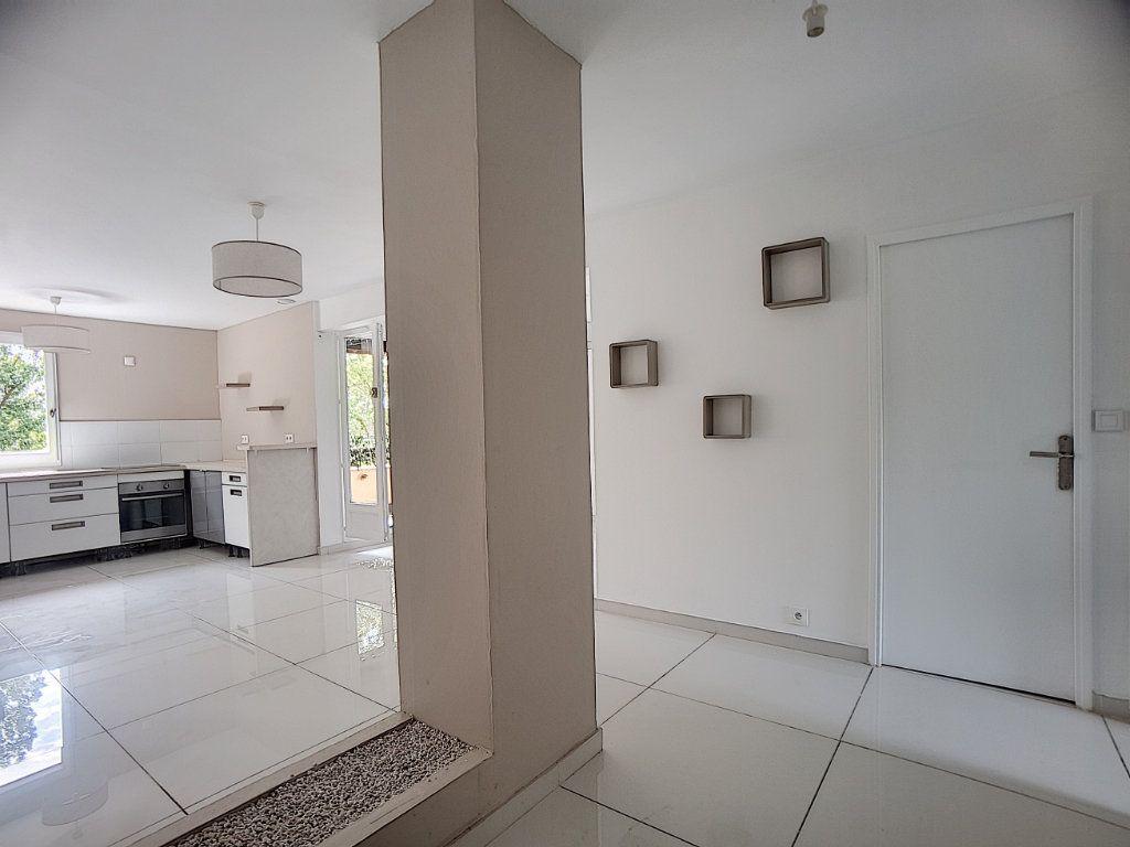 Appartement à louer 5 100m2 à Antibes vignette-1