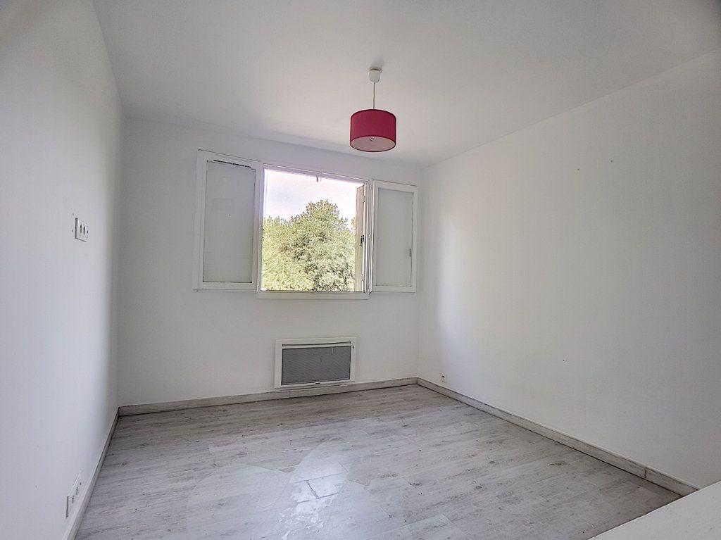 Appartement à louer 5 100m2 à Antibes vignette-5