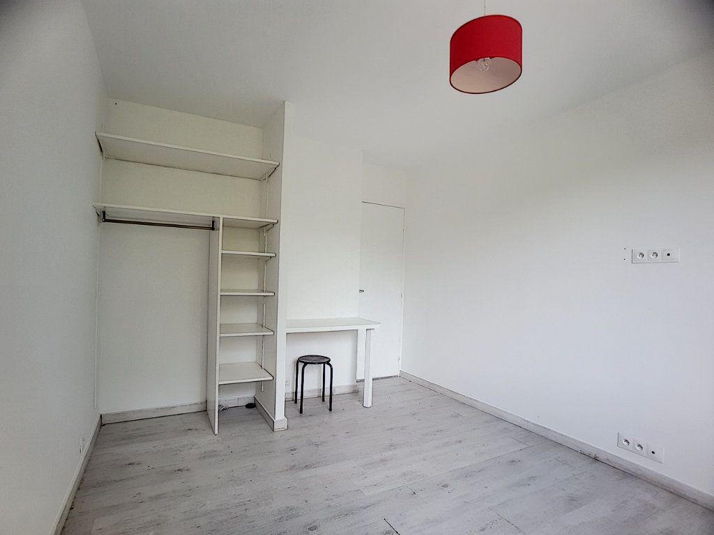 Appartement à louer 5 100m2 à Antibes vignette-6
