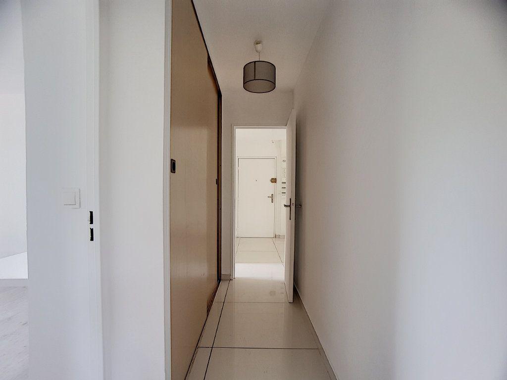 Appartement à louer 5 100m2 à Antibes vignette-7
