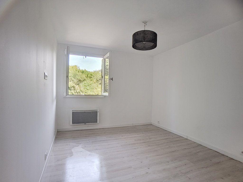 Appartement à louer 5 100m2 à Antibes vignette-8