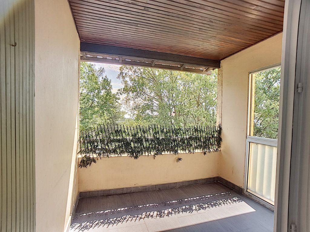 Appartement à louer 5 100m2 à Antibes vignette-9