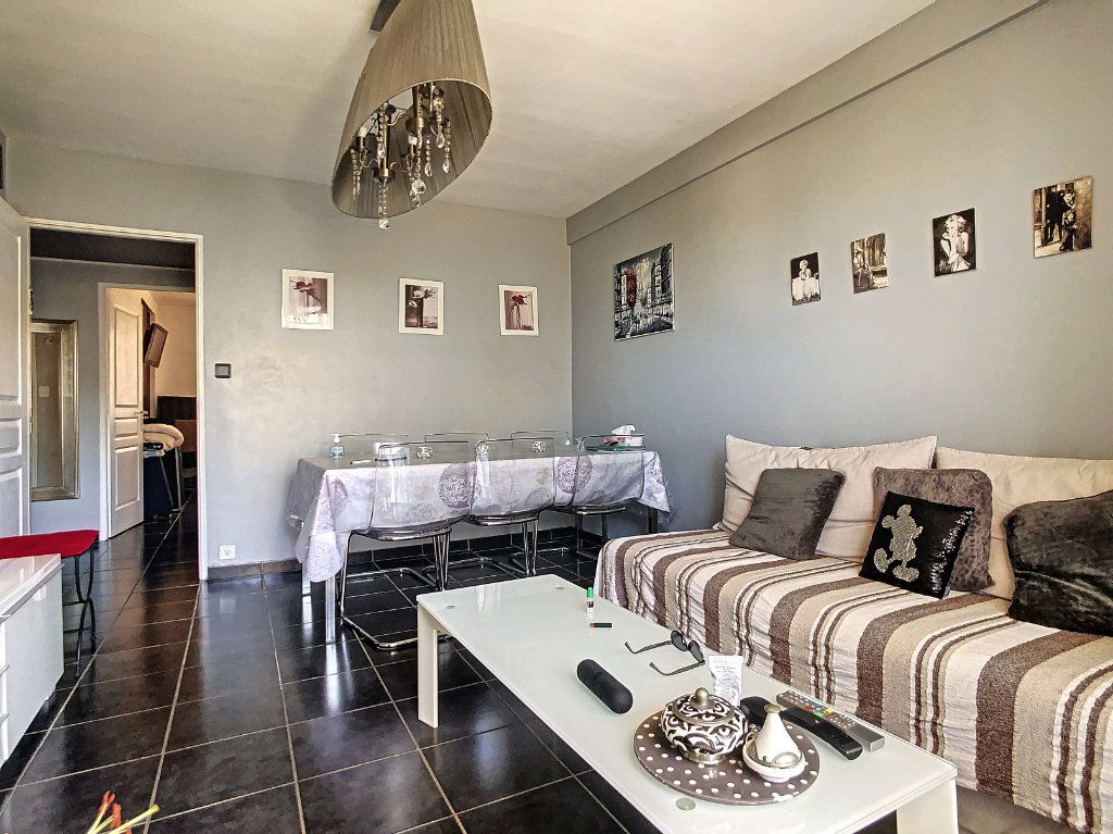 Appartement à vendre 3 61m2 à Juan-les-Pins - Antibes vignette-1