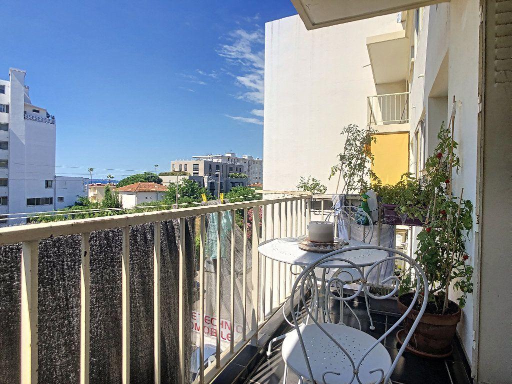 Appartement à vendre 3 61m2 à Juan-les-Pins - Antibes vignette-4