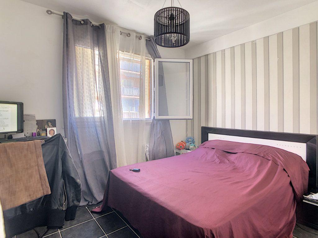 Appartement à vendre 3 61m2 à Juan-les-Pins - Antibes vignette-5