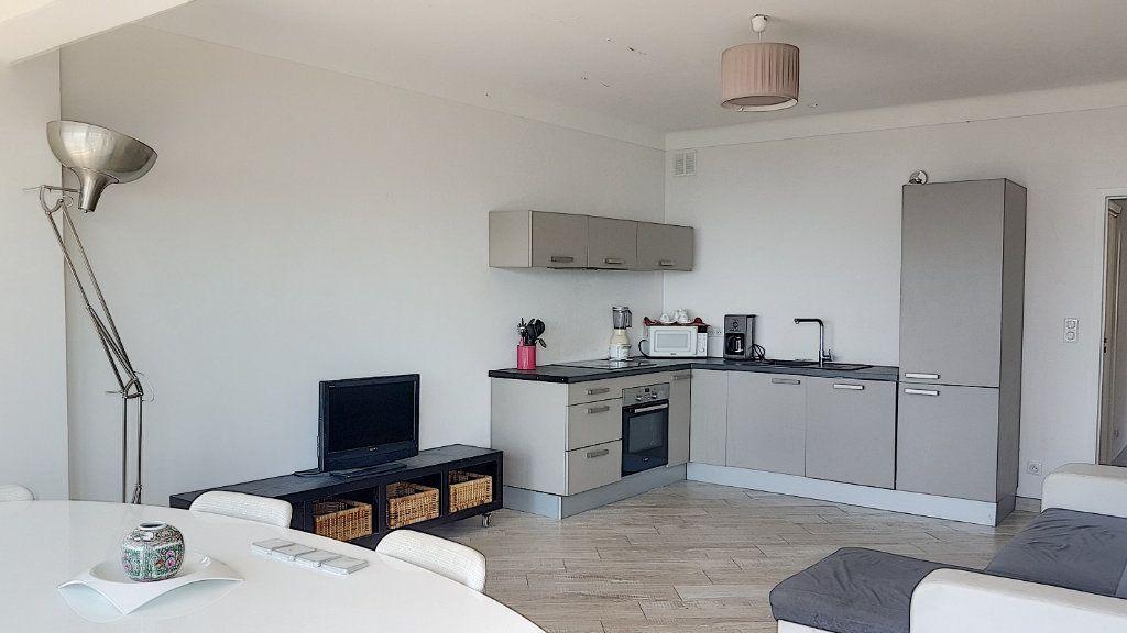 Appartement à louer 3 78m2 à Villefranche-sur-Mer vignette-4
