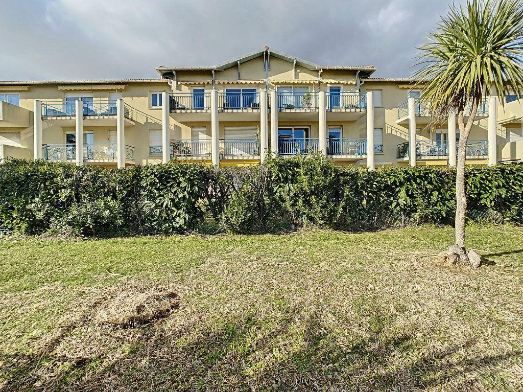 Appartement à vendre 2 41m2 à Antibes vignette-2