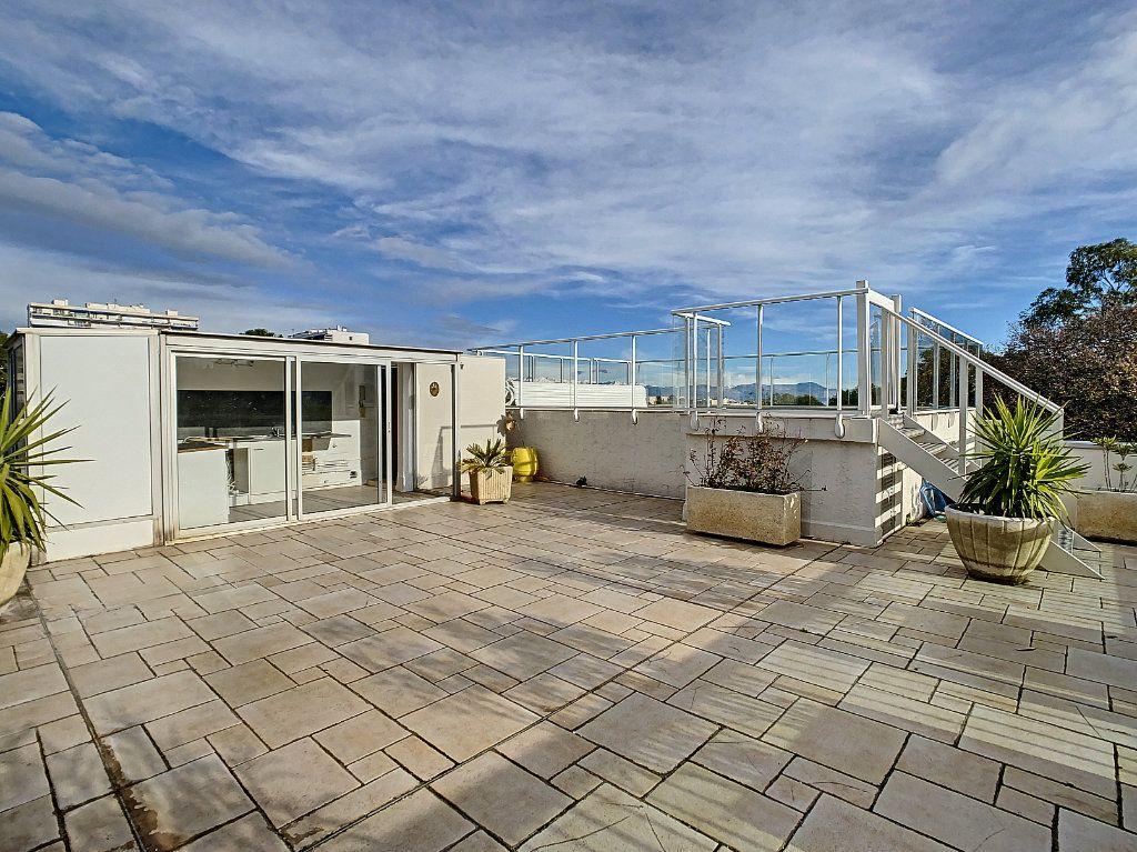 Appartement à vendre 4 160m2 à Antibes vignette-3
