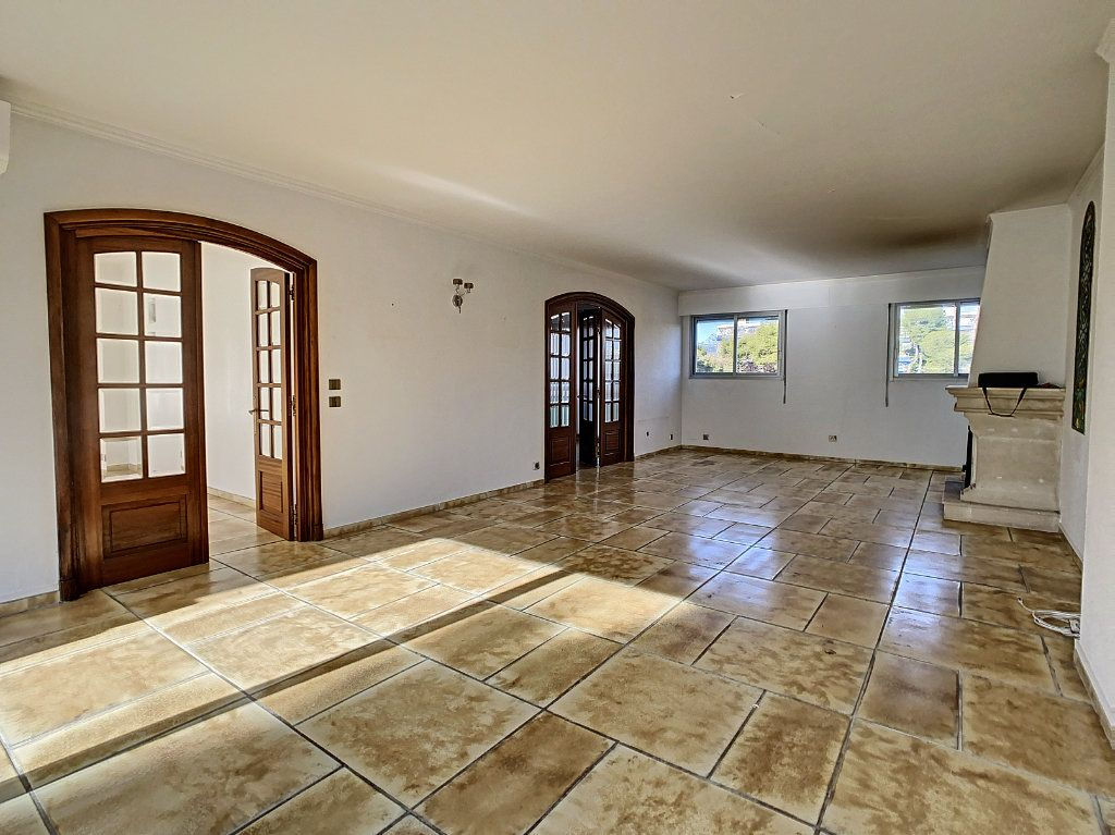 Appartement à vendre 4 160m2 à Antibes vignette-6