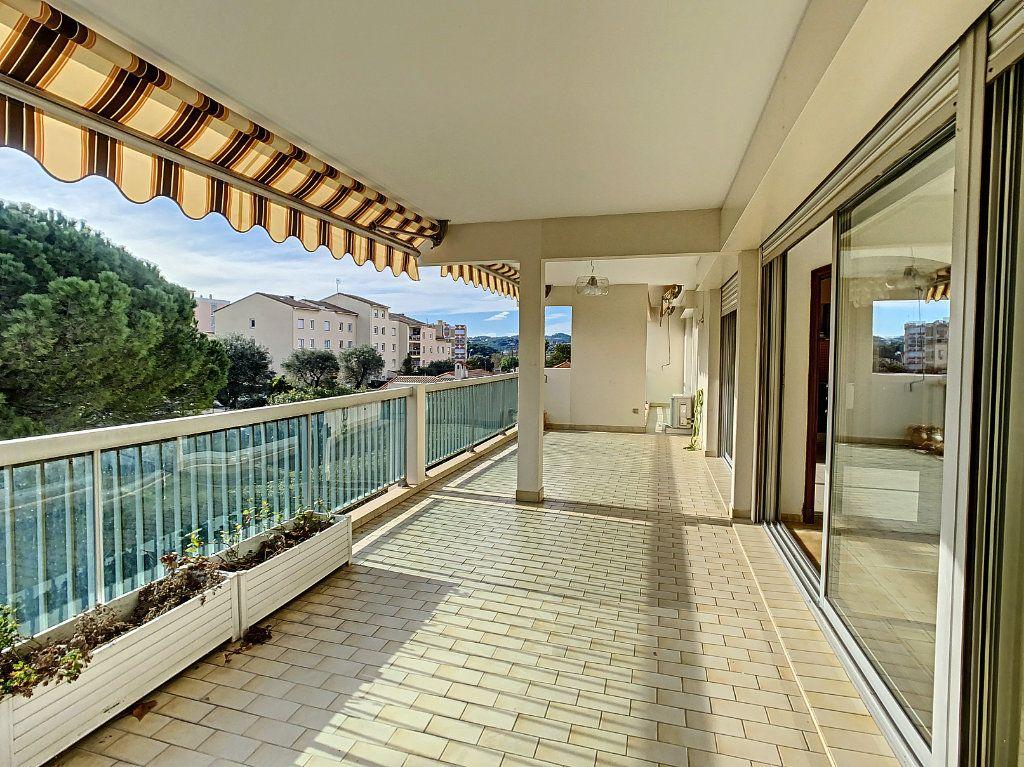 Appartement à vendre 4 160m2 à Antibes vignette-8