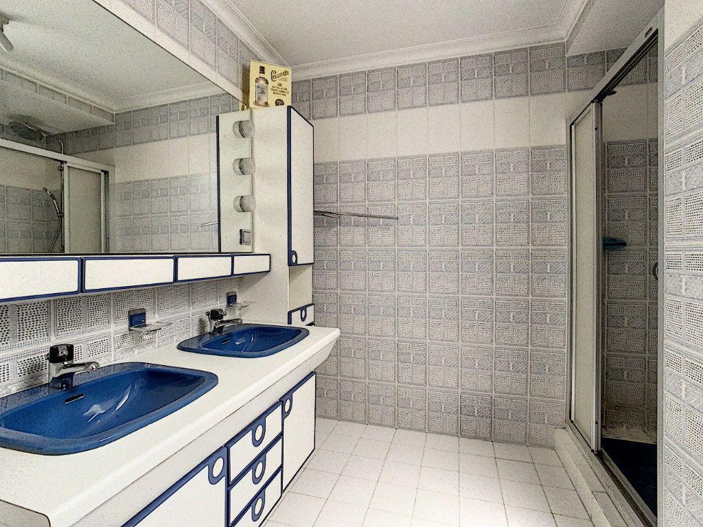 Appartement à vendre 4 160m2 à Antibes vignette-12