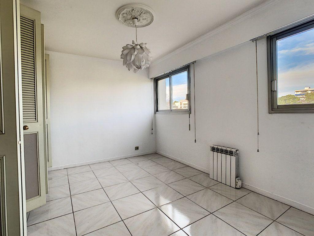 Appartement à vendre 4 160m2 à Antibes vignette-14