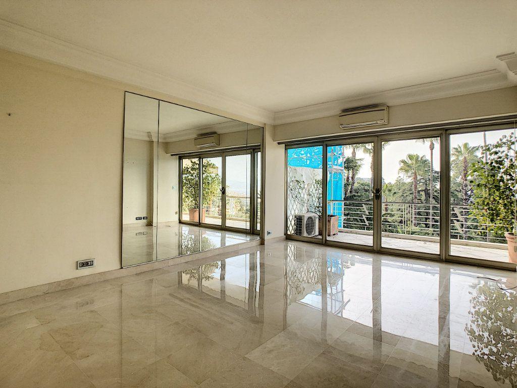 Appartement à louer 3 108m2 à Cannes vignette-4