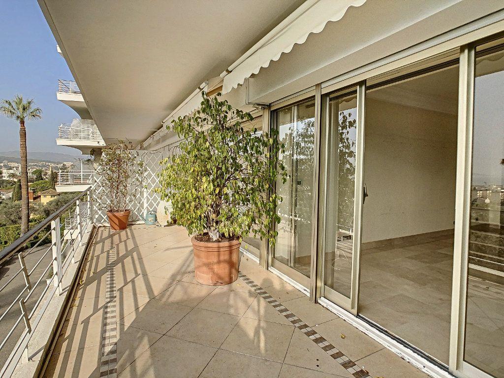Appartement à louer 3 108m2 à Cannes vignette-7
