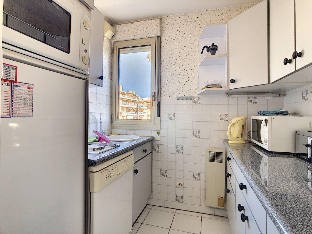 Appartement à vendre 3 45.23m2 à Antibes vignette-2