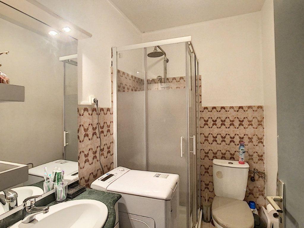 Appartement à louer 2 28.83m2 à Antibes vignette-3