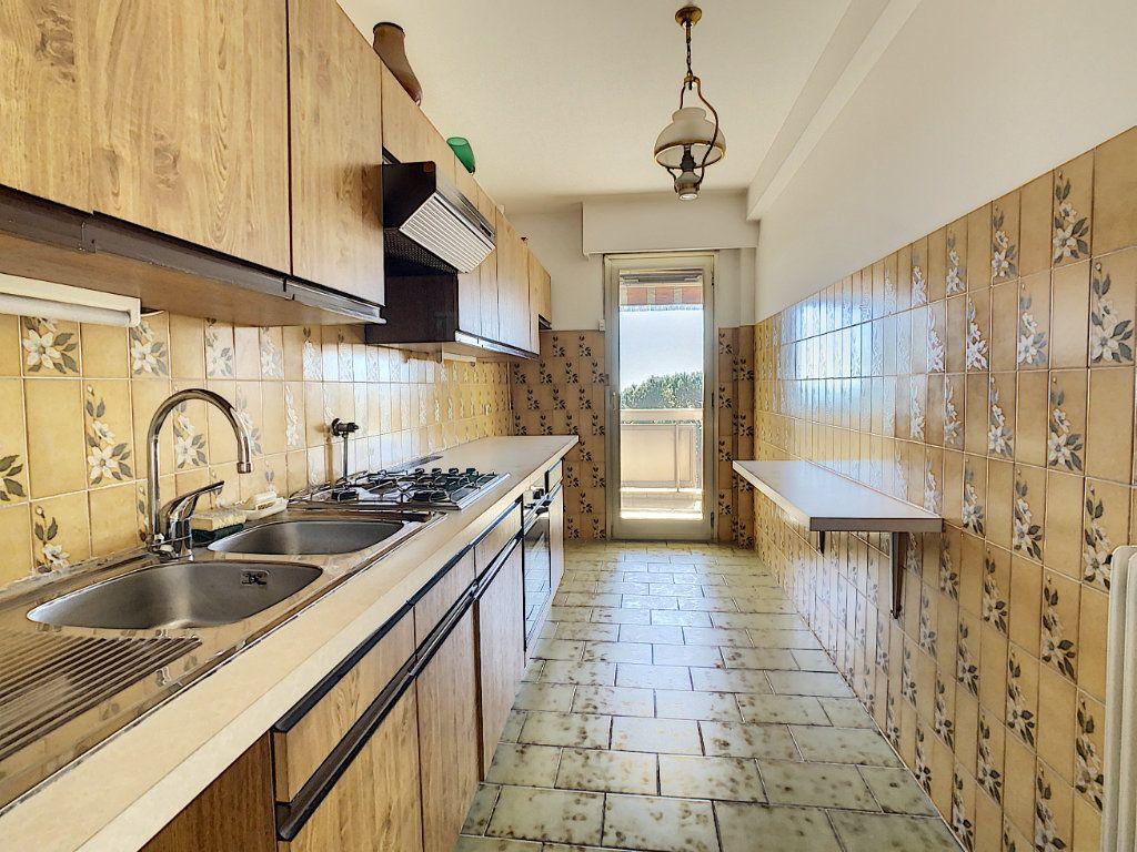 Appartement à vendre 4 93m2 à Antibes vignette-3