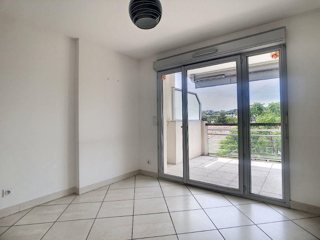 Appartement à vendre 3 55m2 à Antibes vignette-5