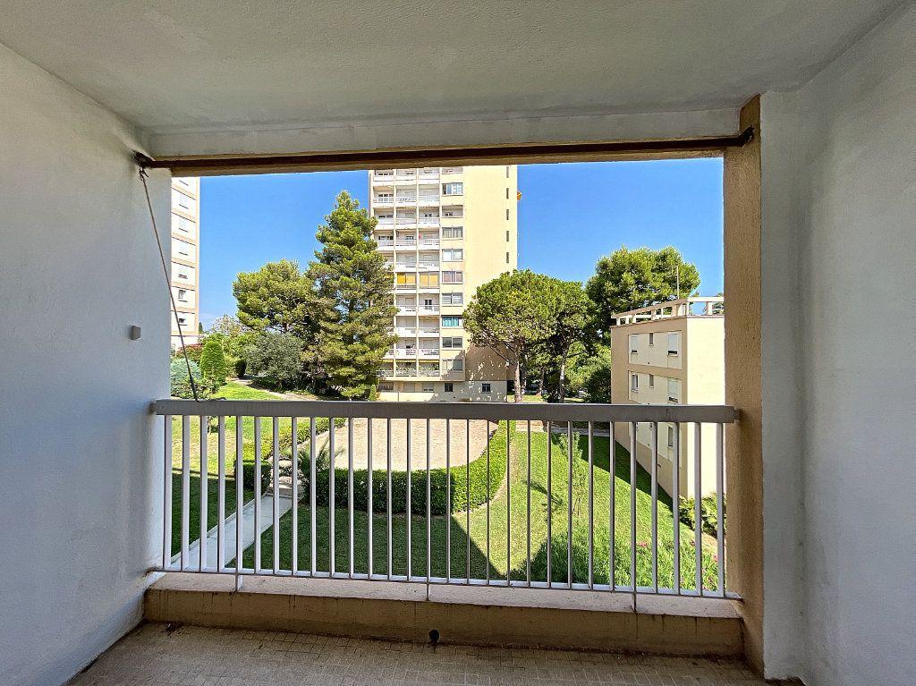 Appartement à louer 3 56m2 à Antibes vignette-3