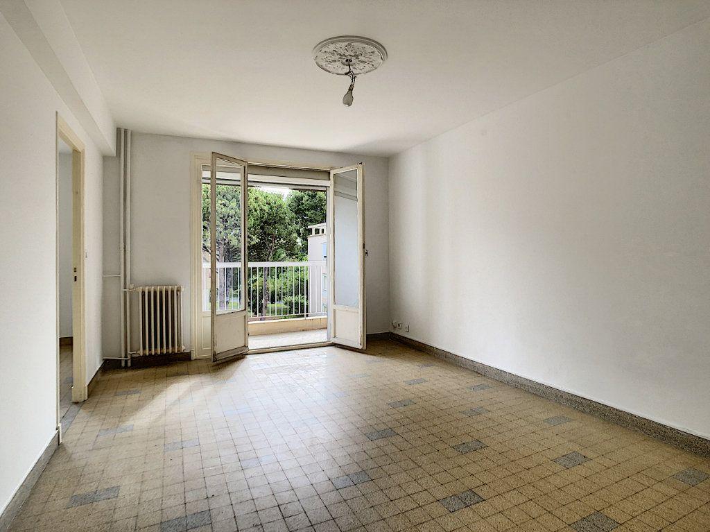 Appartement à louer 3 56m2 à Antibes vignette-4