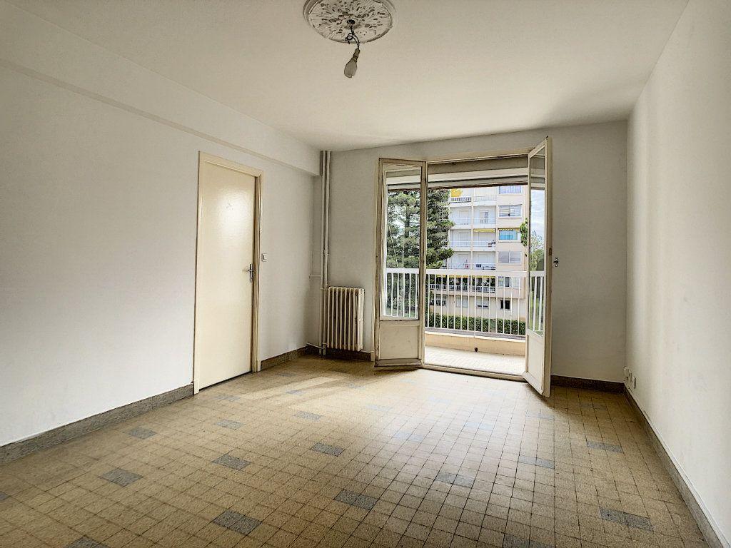 Appartement à louer 3 56m2 à Antibes vignette-5